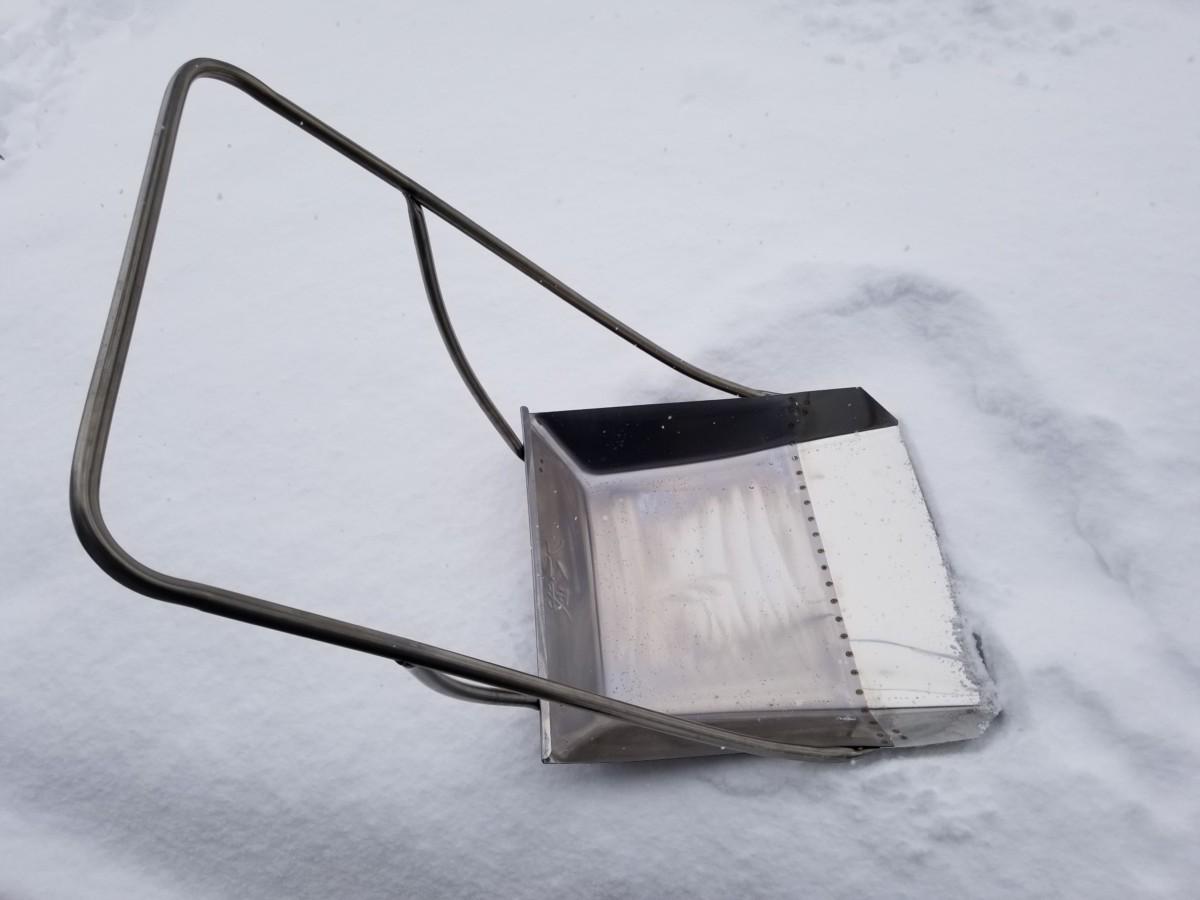 屋根の雪下ろしなら『クマ武』|新潟県民がおすすめするスノーダンプ